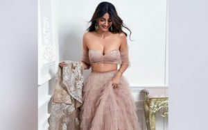 hot actress Sonam Kapoor